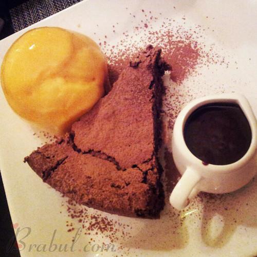 Fondant de Chocolate com Sorvete de Maracujá