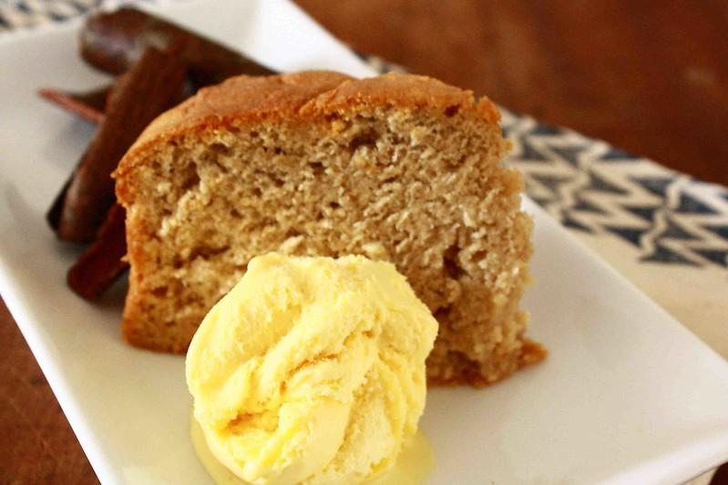 Honey and cinnamon cake with ice cream