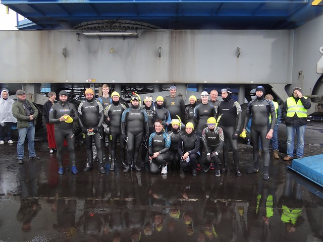 Group photo before the Tórshavn 400 Pier Swim