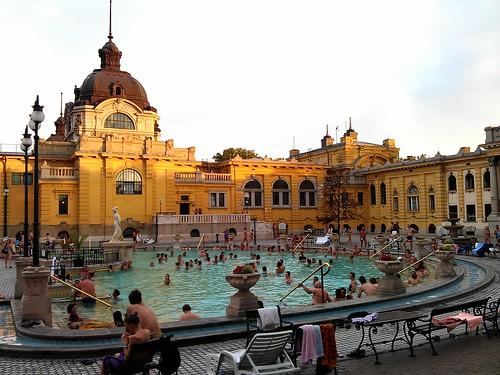 Día 3: Hungría (Budapest: Belvaros. Lipotvaros con Basílica y Parlamento. Erzsebetvaros con Sinagoga. Andrassy. Baños Szechenyi, etc).