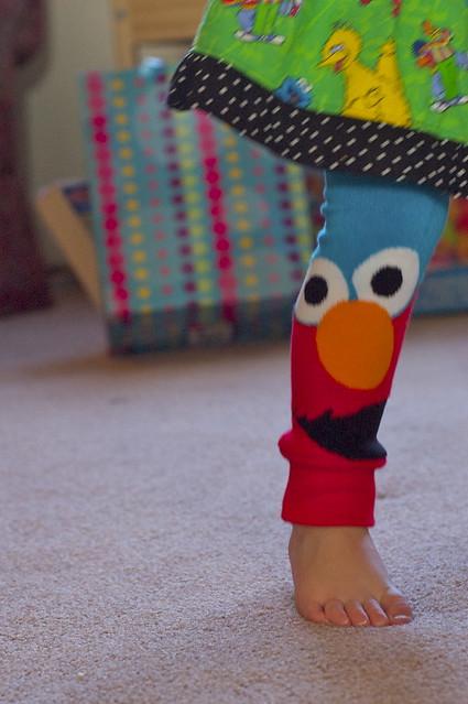 Elmo leg warmers