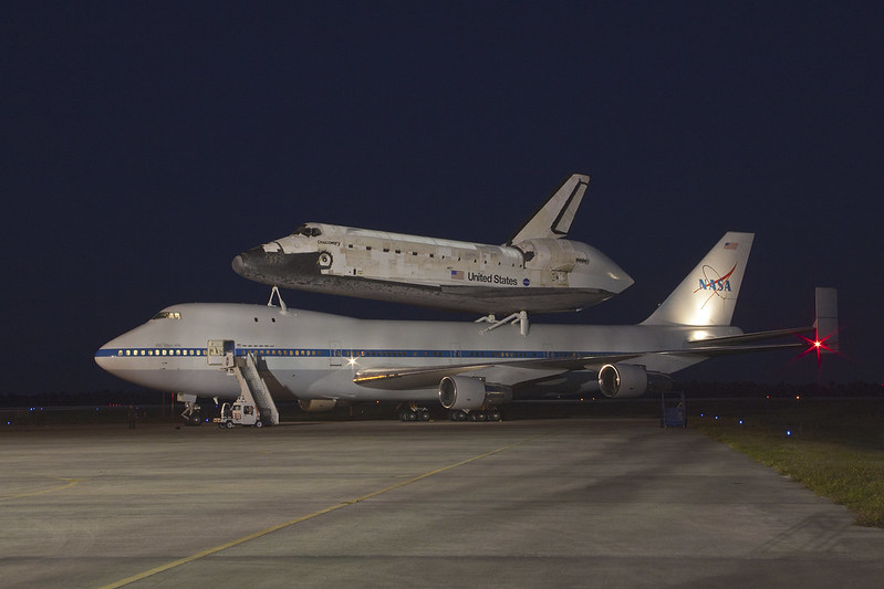 SCA Awaits Take Off with Discovery Atop (KSC-2012-2340)