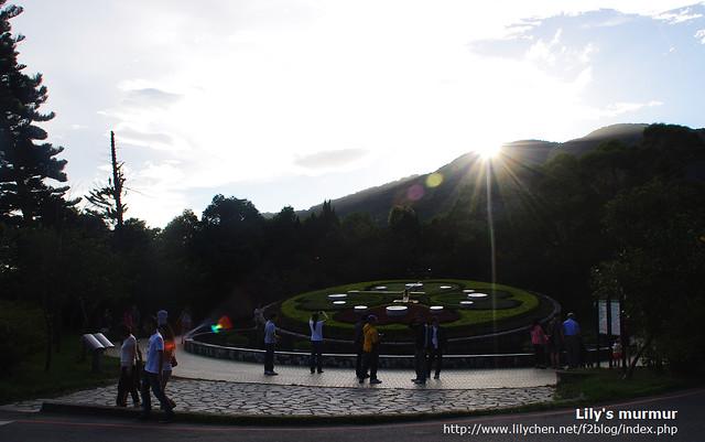 這是我們半日陽明山遊的最後一站,遊客模式一定要跟花鐘拍照留念的。
