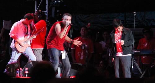 Wolfgang with Gloc 9 at Coke Concert ng Bayan