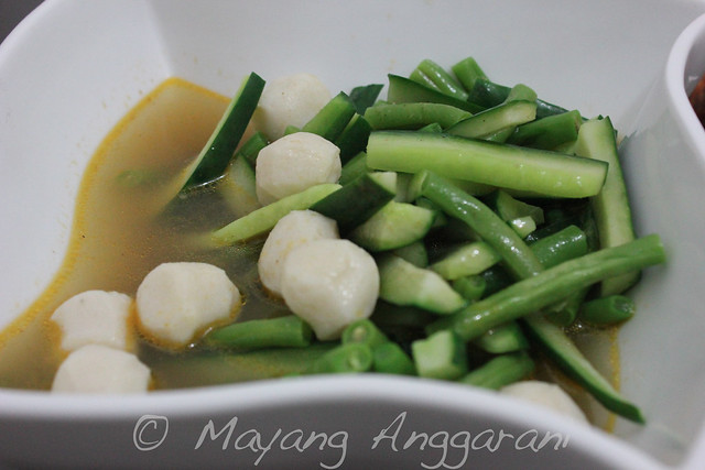 Fish ball, green beans and kiyuri in fish broth soup