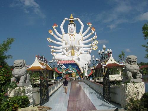 Wat Plai Laem by holidaypointau