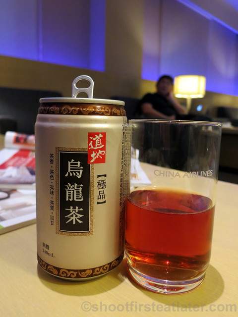 China Airlines Lounge in Taipei airport- canned oolong tea