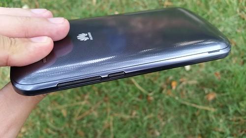 Huawei Ascend Y600 ด้านขวา
