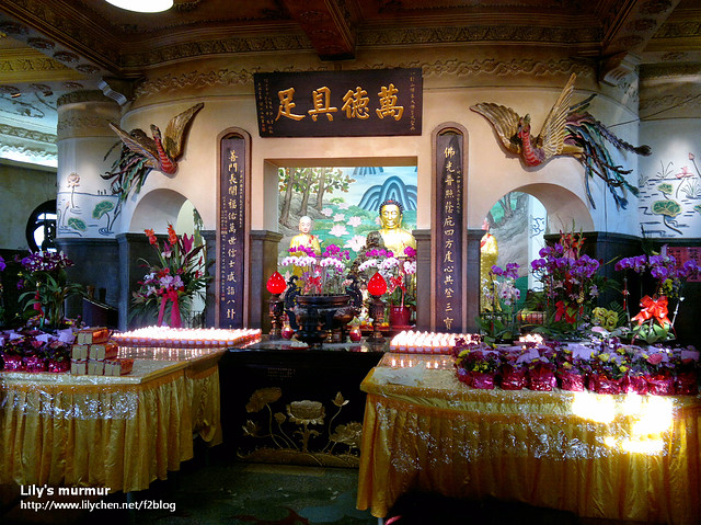 這是從大佛的底座拍到的,有個小祠堂可以點燈參拜。