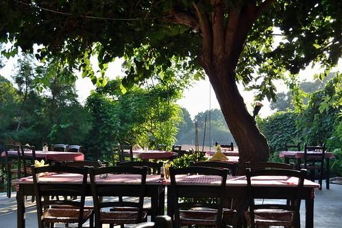 Taverna Table