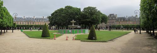 Place des Vosges panorama