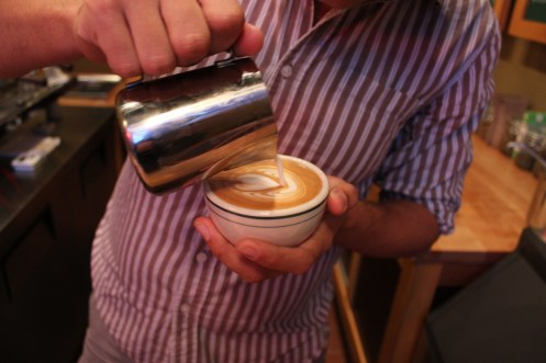 Kenny Smith pouring latte art