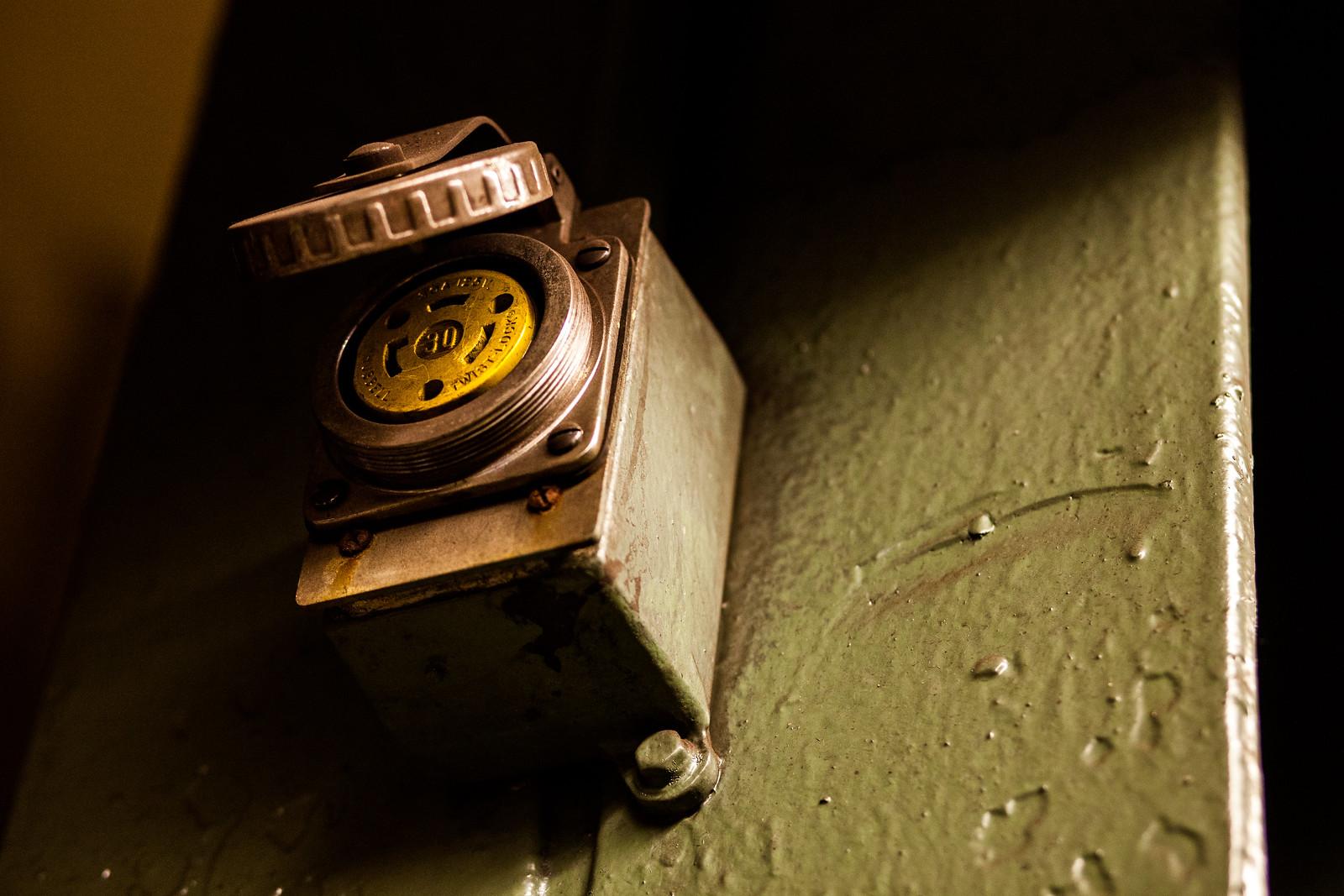 Twist-Lock by wwward0