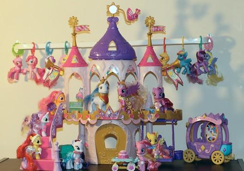 Ponies... ponies... ponies!