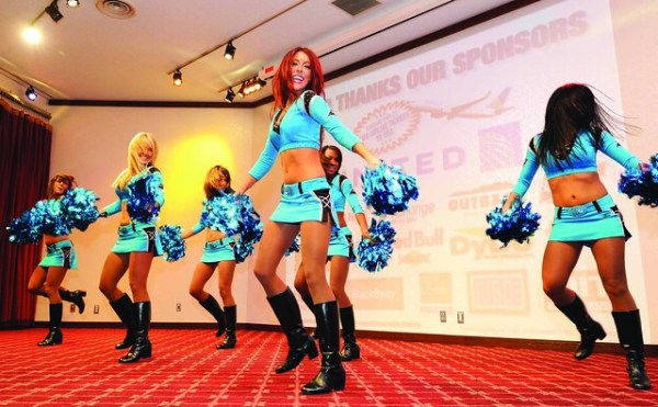 Fans turn out for event-filled Super Bowl party   Members ...