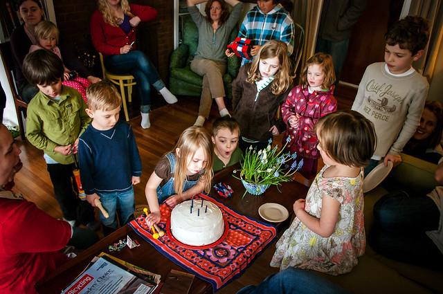 sadie's 5th birthday cake crowd 4
