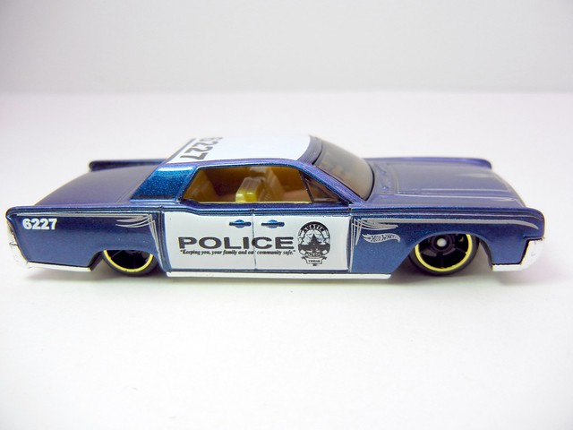 hot wheels '64 lincoln continental police blue (2)