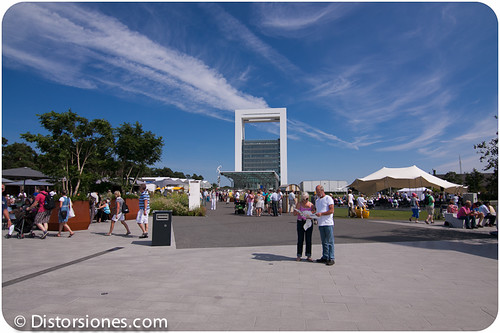 La Innovatoren desde la plaza principal del Floriade