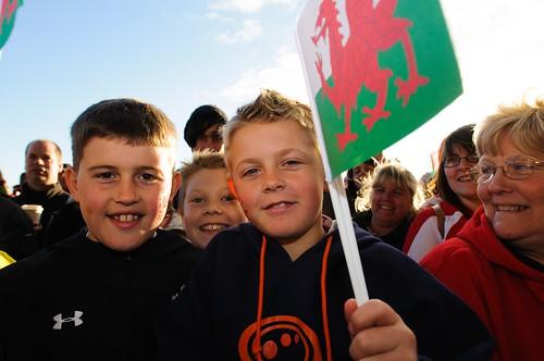 Pobl ifanc yn dathlu, Dathliadau Camp Lawn Cymru, Senedd 19 Mawrth 2012