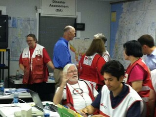 Isaac: Governor Scott visits the Red Cross