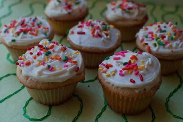 vanilla cupcakes 08