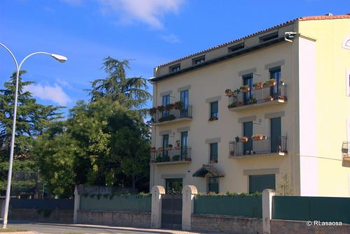 Edificio de viviendas en la carretera de Badostáin