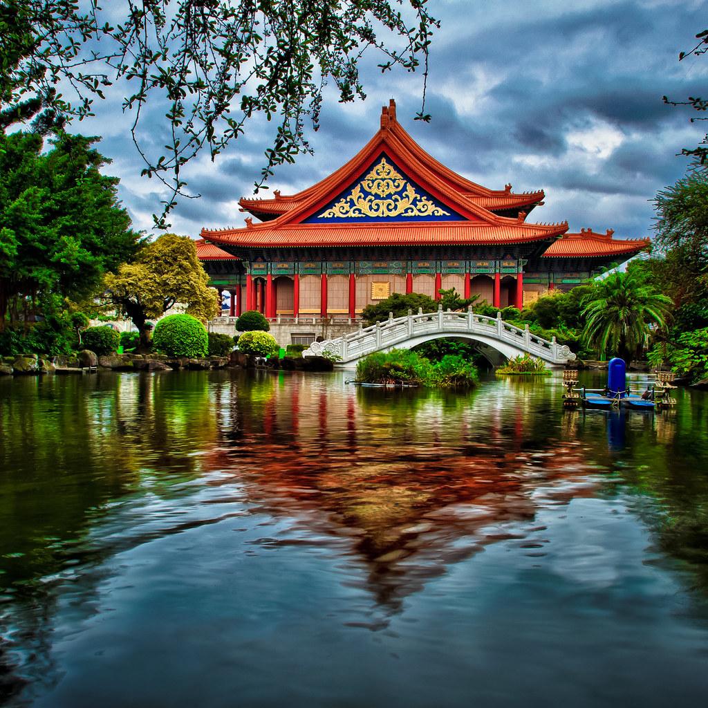 Chiang Kai-shek morning pond