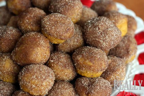 Cinnamon & sugar pumpkin mini muffins