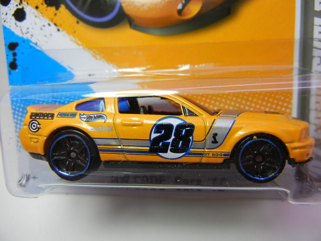 HOT WHEELS '07 FORD SHELBY GT-500 YELLOW (2)
