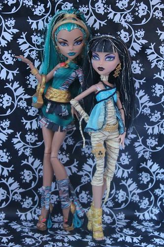 Nefera & Cleo De Nile