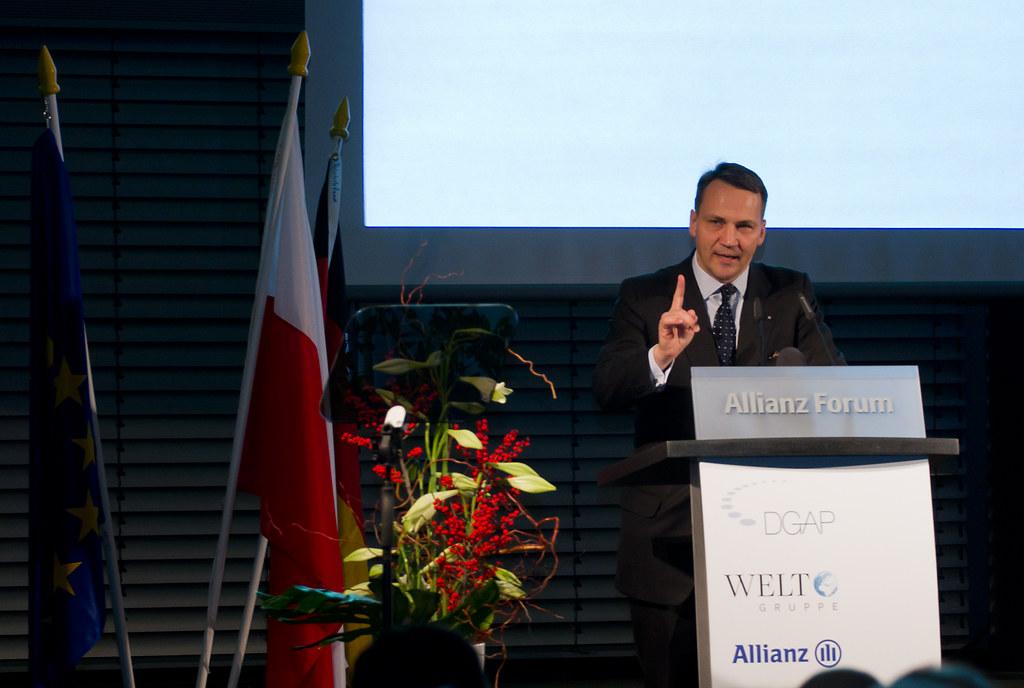 Sikorski, pronunciando su discurso el 28 de noviembre de 2011