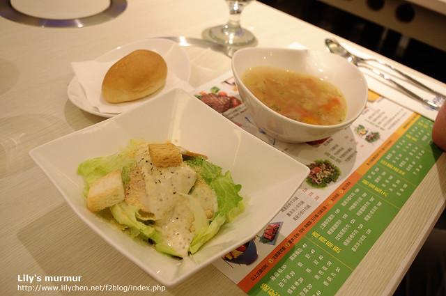 尼的麵包、前菜跟例湯,尚可。