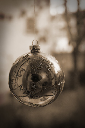 Gold-bauble