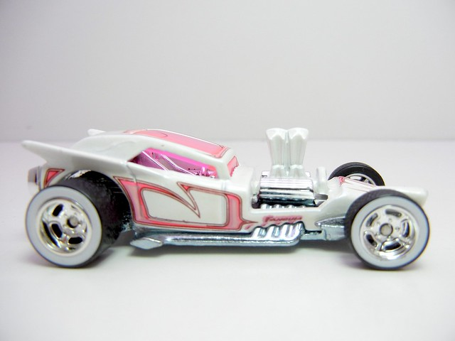 HOT WHEELS BOULEVARD FANGULA (2)