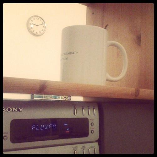 Radio hören und Tee trinken. gemütlichst.