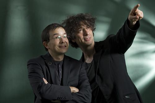Shaun Tan and Neil Gaiman, © Colin McPherson