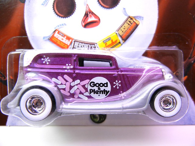 HOT WHEELS NOSTALGIA HERSHEYS '34 FORD SEDAN DELIVERY (2)