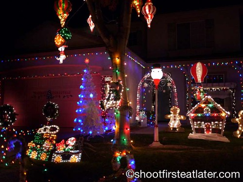 Houses with Christmas Lighting in California-2