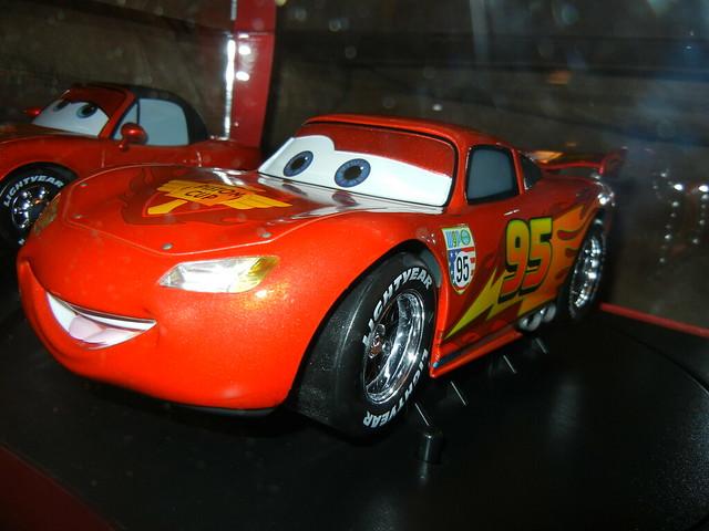 disney store cars 2 1 18 lightning mcqueen mia and tia diecast set (7)