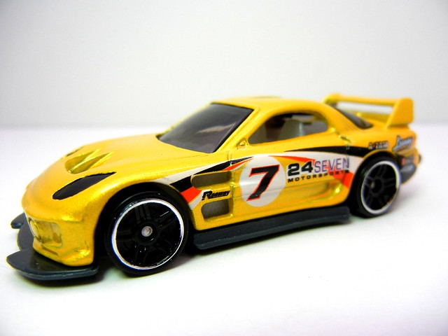 2011 HOT WHEELS TUNERZ 5 PACK (4)