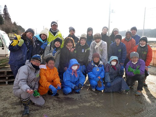 牡鹿半島の小網倉浜でボランティア(ボランティアチーム援人) Volunteer at Oshika Peninsula, Miyagi pref. Deeply Affected by the Tsunami of Tohoku Earthquake