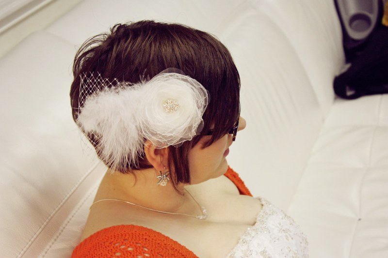 26 Wedding Fascinators For Short Haired Brides That Ll Make You Want To Chop Off All Your Hair Offbeat Bride