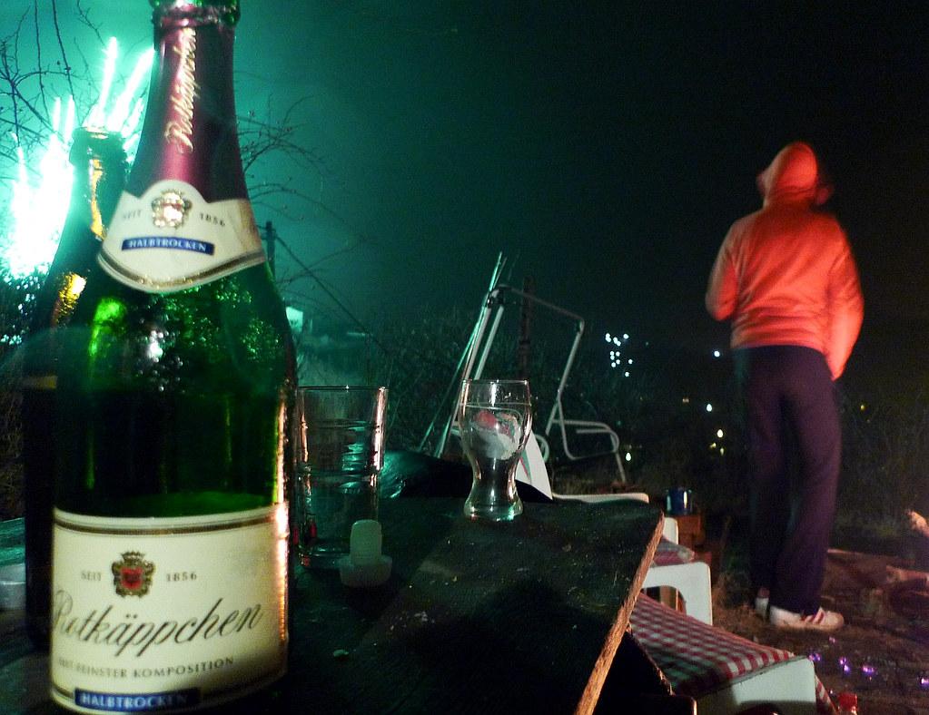 Sektflasche und Feuerwerk