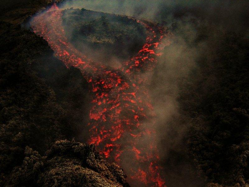 Lava tie - Eruzione del 2004 presso Serra Giannicola