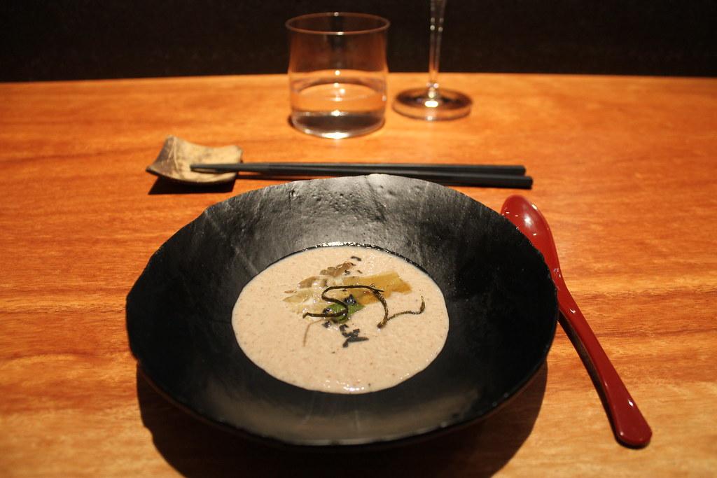 Crema de shiitake con alga kombu