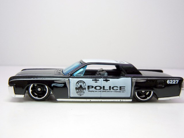 HOT WHEELS '64 LINCOLN CONTINENTAL POLICE (2)