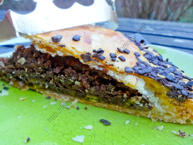 Galette des rois au chocolat et éclats de pistaches / French Chocolate King Cake with Pistachio