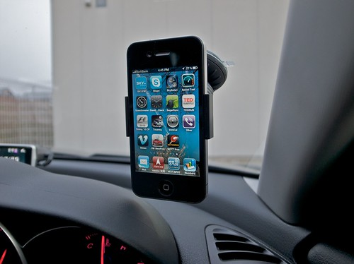 iPhone 4 in Mazda RX-8