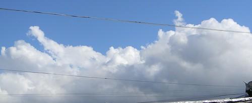 Las nubes que lloran por besar la Tierra by tear_mdf
