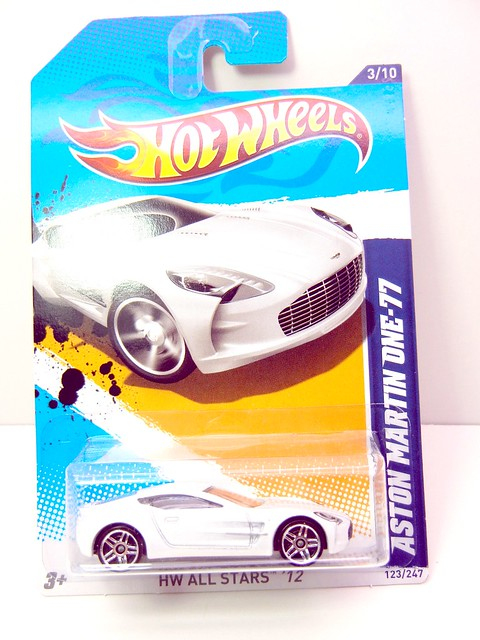 HOT WHEELS ASTON MARTIN ONE-77 WHITE (1)
